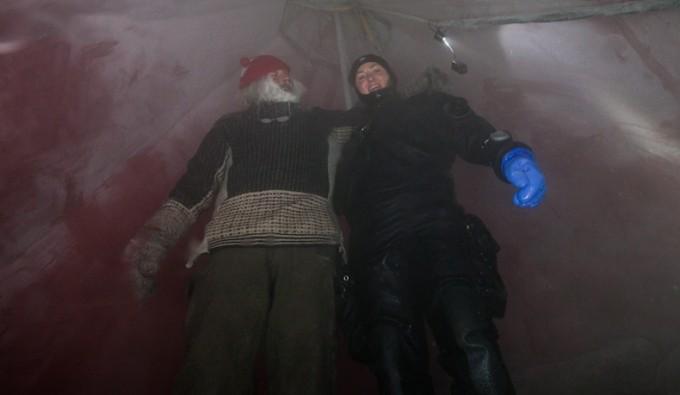 Fra isvannet - dykker kommet opp av isen, vår landmann Bjørn Erik Myrann, og meg.